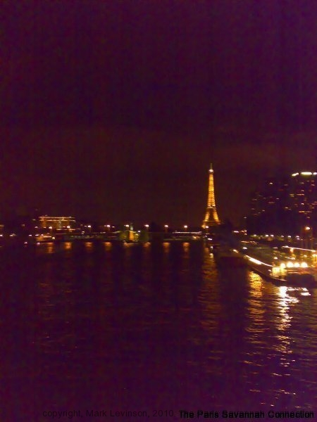 la-seine-et-la-tour-at-night