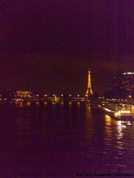 la-seine-et-la-tour-at-night
